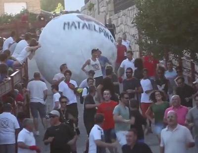 Dos heridos en un encierro con una bola mastodóntica de 300 kilos en Madrid