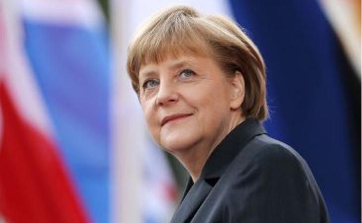 La canciller Angela Merkel quiere combatir la apología del nazismo en las redes sociales