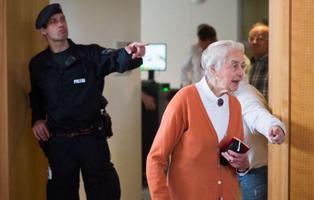 Dos años de cárcel para la 'abuela nazi' que negó el Holocausto