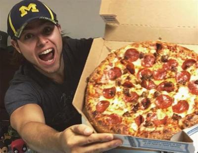 Un joven come pizza todos los días durante un año y consigue adelgazar