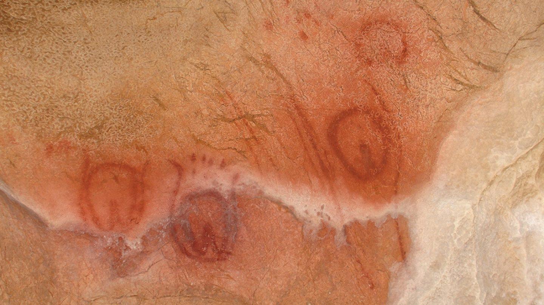 El camarín de las vulvas, en las cuevas de Tito Bustillo
