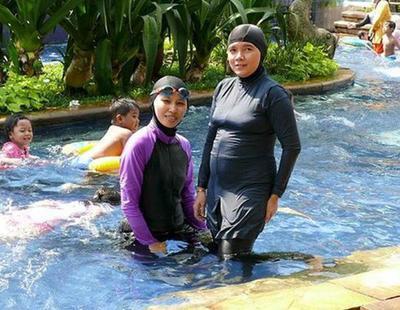 Llama a la Policía para obligar a dos musulmanas a desvestirse en una piscina pública