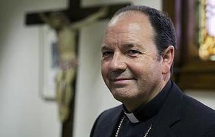"""El obispo de Vitoria expulsa a un feligrés por """"homosexual"""""""