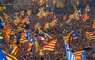 Junts pel Sí y la CUP aprueban la Ley del Referéndum para desconectarse de España
