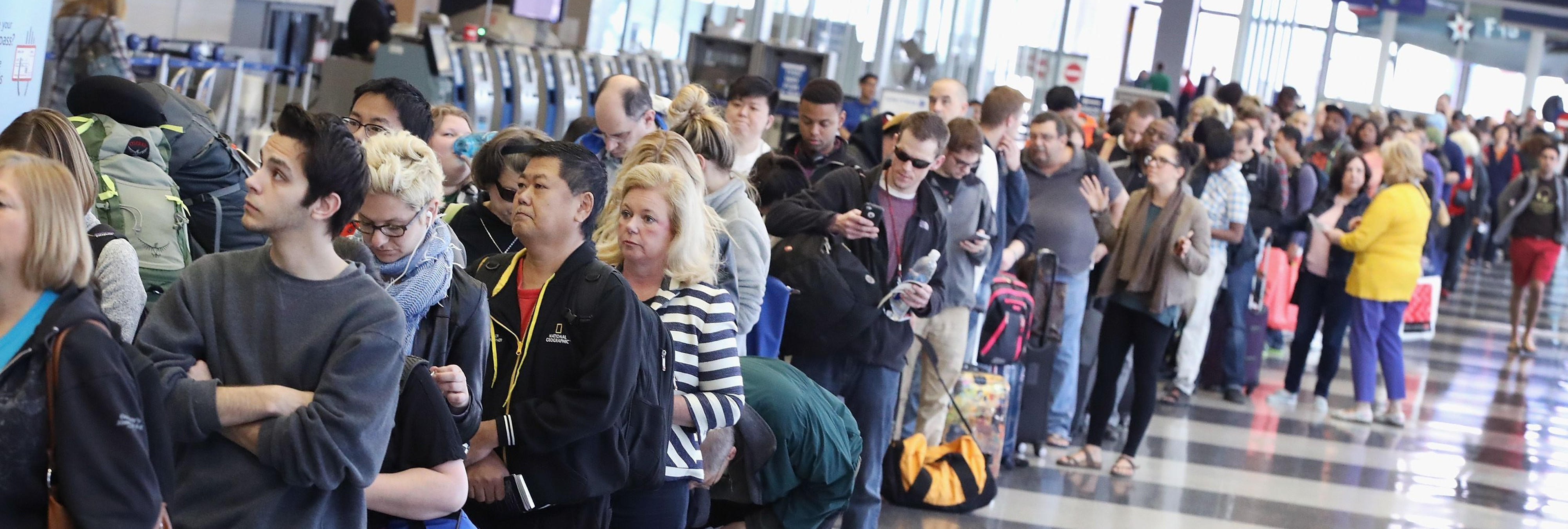 Inflan el precio de los vuelos a los viajeros que escapan del huracán Irma