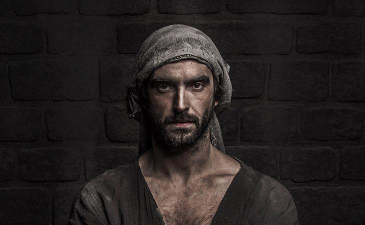 Aitor Luna como Arnau, el protagonista de 'La catedral del mar'