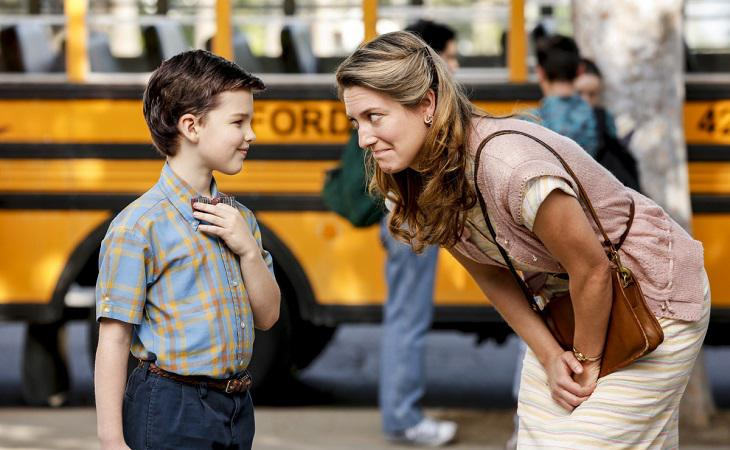 Ian Armitage y Zoe Perry como Sheldon y Mary Cooper en 'Young Sheldon'