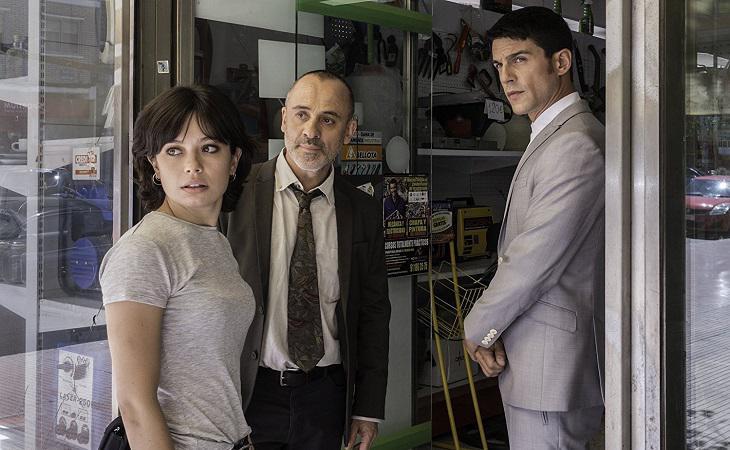 Anna Castillo, Javier Gutiérrez y Alejo Sauras en una escena de 'Estoy vivo'