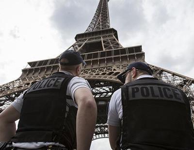 Un hombre ataca con un cuchillo a un militar en París al grito de 'Alá es grande'