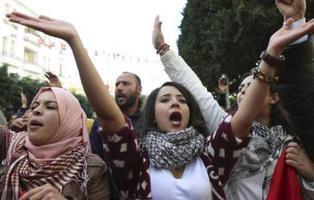 Túnez permite a las mujeres musulmanas casarse con hombres de otra religión