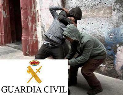 Si te dicen por la calle que tienes pintura en la espalda desconfía, dice la Guardia Civil