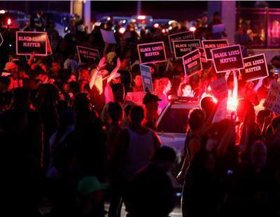Disturbios en EEUU ante la impunidad de un policía que asesinó a un negro a sangre fría