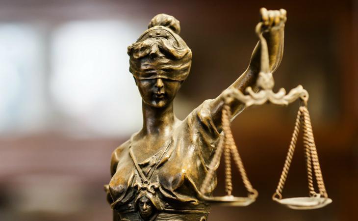 El juez le impuso una orden de alejamiento y pena de cárcel por abofetear a su hija