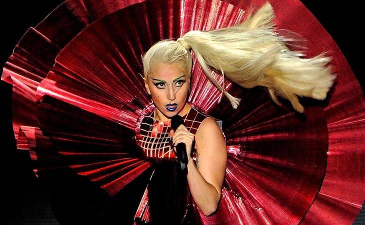 La fibromialgia que sufre Lady Gaga la obliga a posponer su gira en Europa
