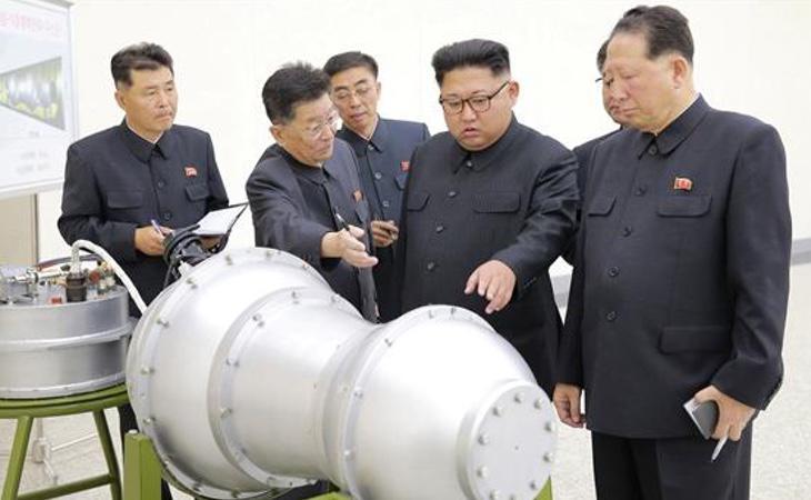 Kim Jong-un ante uno de sus éxitos