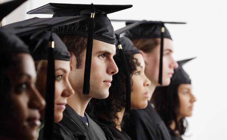 Muchos universitarios realizan sus prácticas completamente gratis
