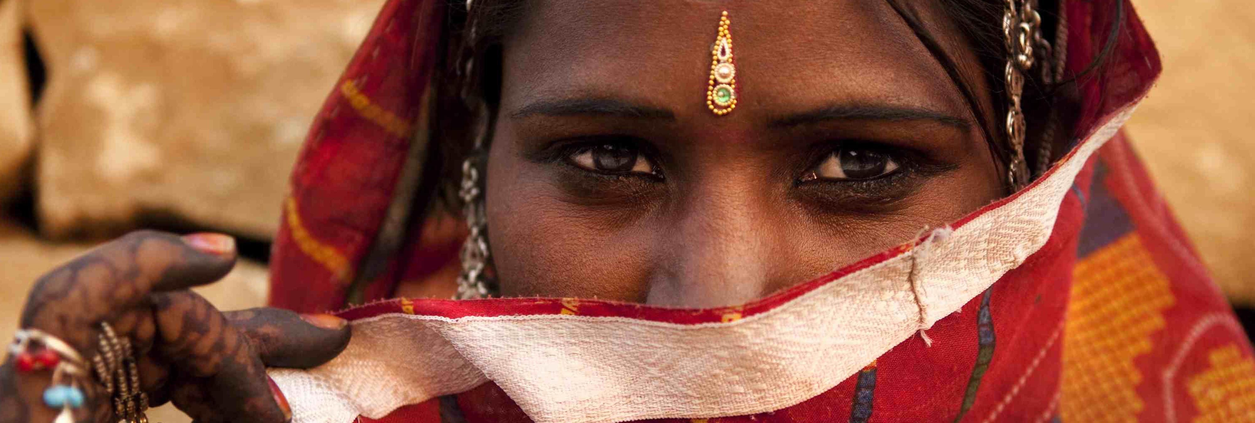 Le cortan la garganta a una mujer trans en India y tres hospitales se niega a atenderla