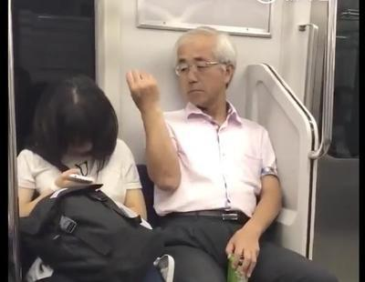 Un pervertido se arranca vello púbico y se lo tira a una mujer dormida en el metro