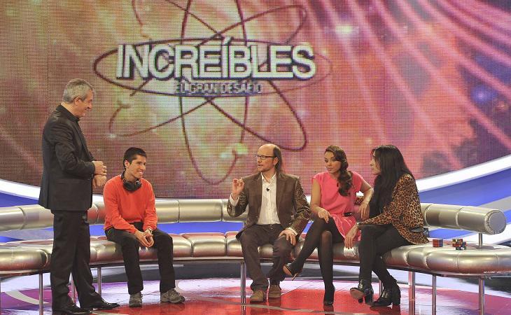 Carlos Sobera junto a sus colaboradores en 'Increíbles. El gran desafío'