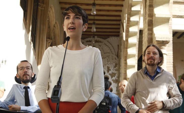 La presidenta de las Cortes de Aragón, Violeta Barba, ha recibido un botellazo por parte de los manifestantes