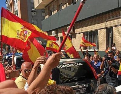 """La Guardia Civil andaluza parte a Cataluña bajo gritos de """"Yo soy español"""" y """"a por ellos"""""""