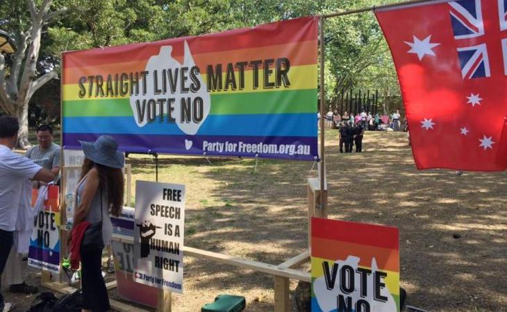 Ridículo en una concentración en contra del matrimonio igualitario en Australia