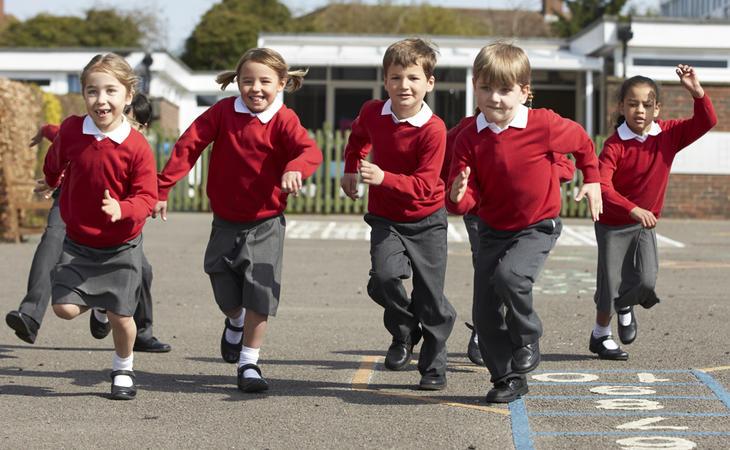 ¿Por qué los niños pueden ir con panatalones y las niñas deben llevar falda?