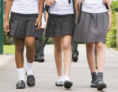 La obligatoriedad de las faldas en los uniformes de los colegios podría llegar a su fin