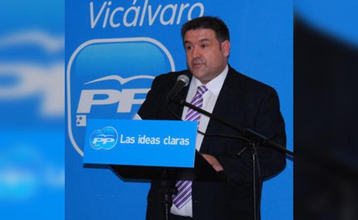 Ángel Ramos, presidente del PP de Vicálcaro y diputada de la Asamblea de Madrid