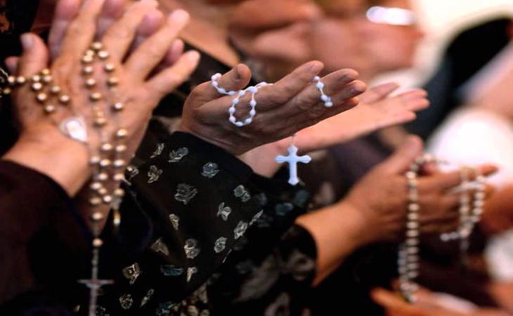 La policía se encontró a la familia del bebé fallecido rezando para 'resucitarlo'