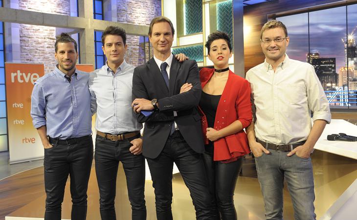 Javier Cárdenas junto a algunos des su compañeros de 'Hora Punta'