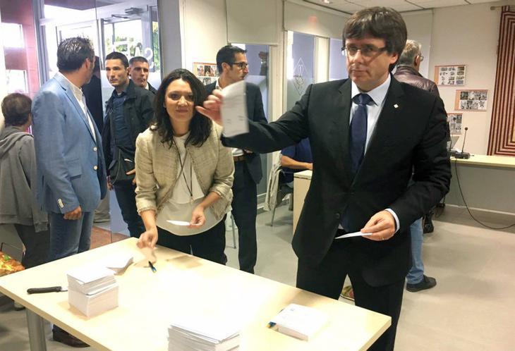 Carles Puigdemont votando esta mañana
