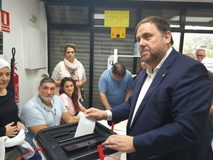 Oriol Junqueras votando por el 'Sí'