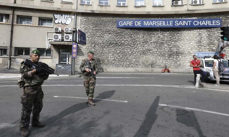 La policía francesa abatió al atecante y siguen investigando la zona desde el departamento antiterrorista