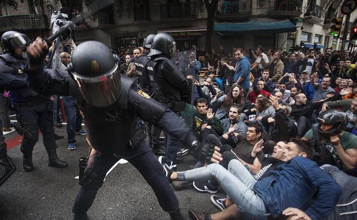 TVE no mencionó las duras cargas policiales y se refirió a ellas como momentos de tensión