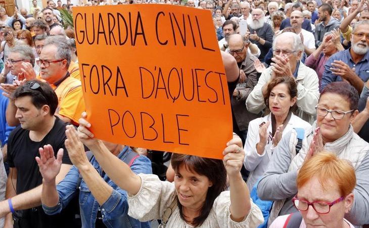Los funcionarios podrán asistir a la protesta en repulsa a la violencia policial sin que les afecte a su salario