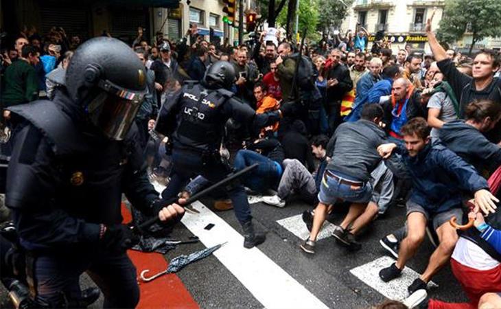 El 1-O estuvo marcado por las cargas policiales