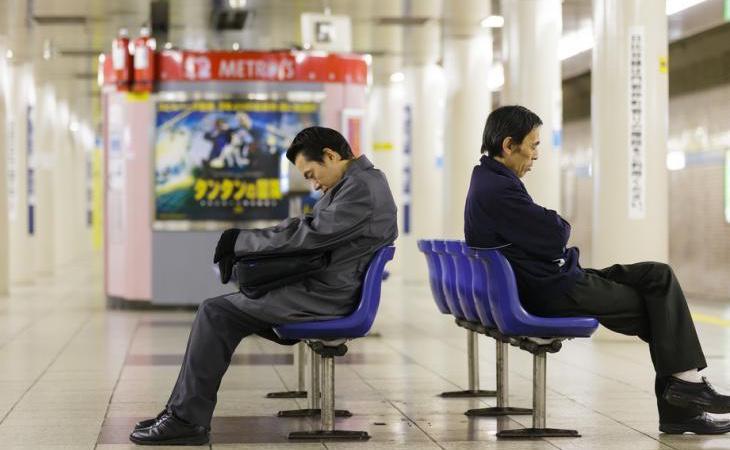 Cada vez que un caso de karoshi es público, se reaviva el debate sobre las abusivas jornadas laborales