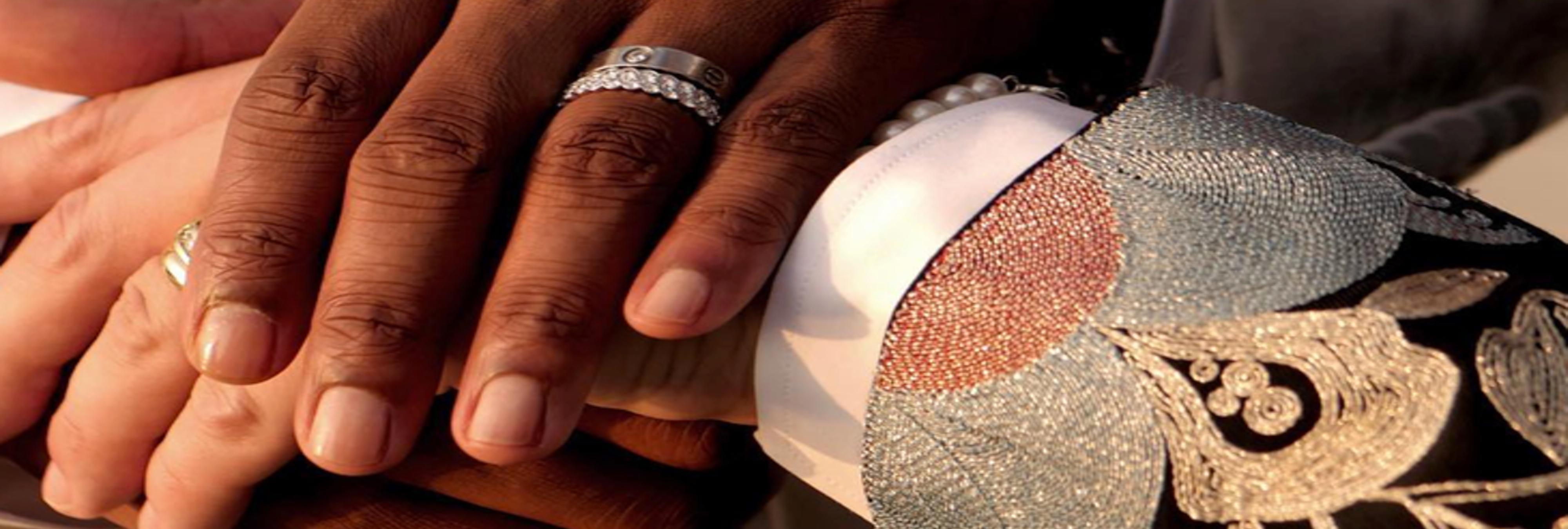 Un líder de extrema derecha homófobo y racista se casa con un hombre negro