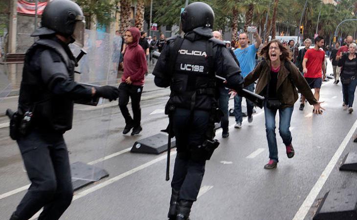 Según Generalitat, hubo hasta un total de 893 personas heridas por la respuesta policial