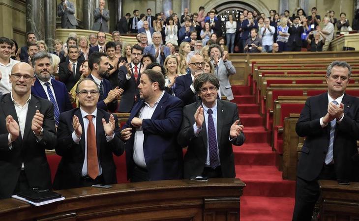 La hoja de ruta establecida en estos documentos es la misma que ha llevado a cabo la Generalitat desde las últimas elecciones autonómicas