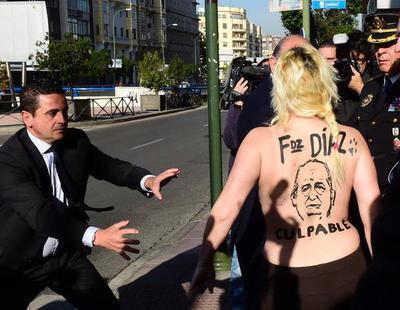 Un año de cárcel para la activista de Femen que arrojó la Constitución a Fernandez Díaz
