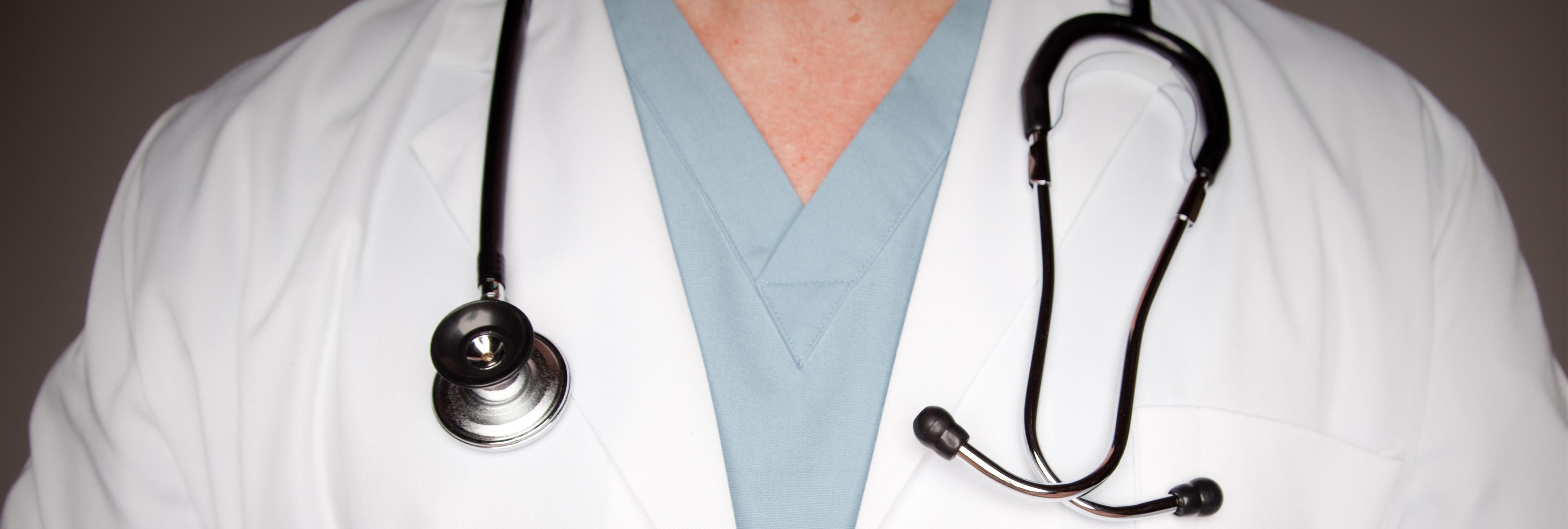 Suspenden de empleo y sueldo a un médico por masturbarse delante de una paciente