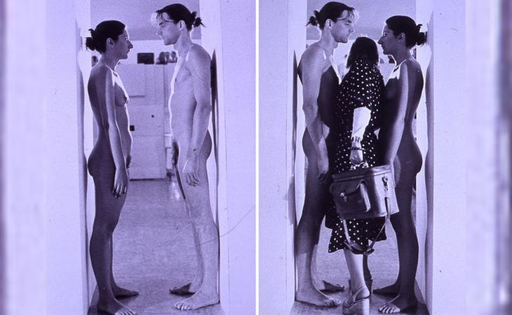 Los artistas Marina y Ulay durante la exposición de su obra Imponderabilia