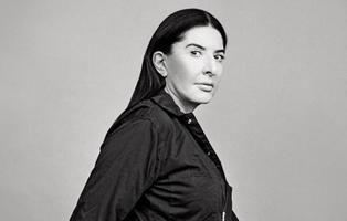 Marina Abramovic, la artista que se dejó usar como un objeto durante seis horas