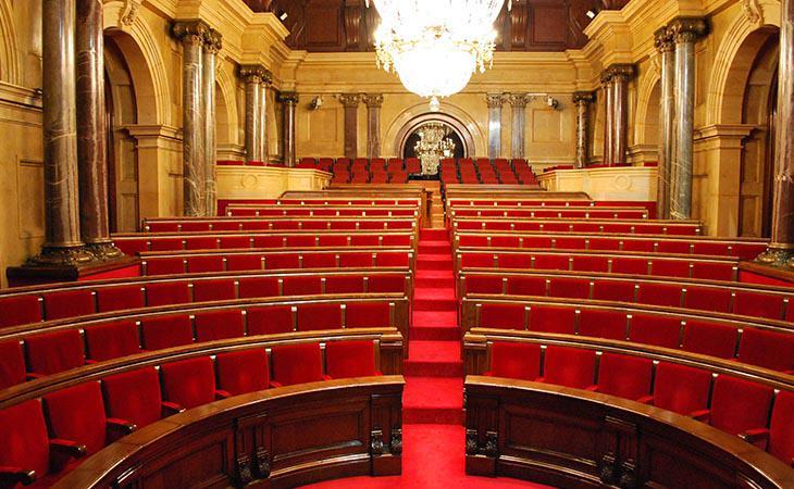 PP y C's piden suspender el pleno. Nadie sabe qué anunciará Puigdemont. Aquí algunas claves: ...