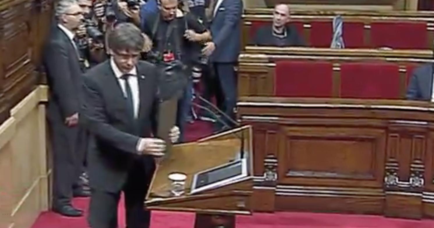 Puigdemont llega al estrado