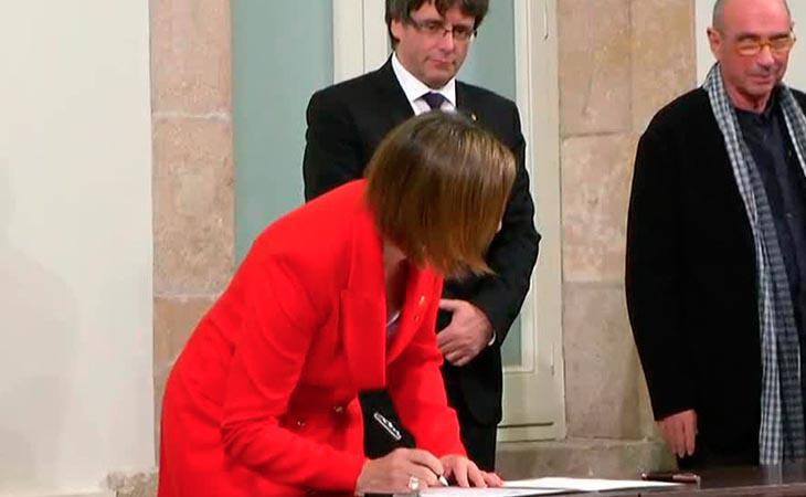 Los partidos soberanistas firman el documento de compromiso con la República catalana