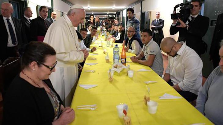 Las comidas con presos es algo habitual con Francisco I