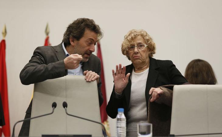 Manuela Carmena junto al concejal Mauricio Valiente